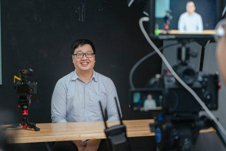 Become A Vlogger: 3 yếu tố để bắt đầu hành trình xây dựng kênh Youtube của bạn